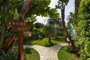 A garden outside Hotel Villamare