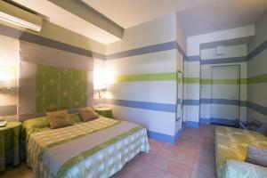 A bed or beds in a room at Hotel Villamare