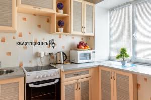 Кухня или мини-кухня в Apartment TwoPillows on Mira 4