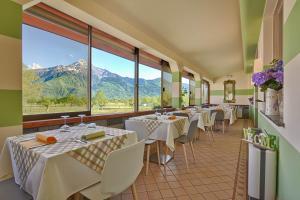 Een restaurant of ander eetgelegenheid bij Hotel Europa