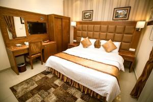 Cama ou camas em um quarto em Qsr Al Basmah Furnished Units