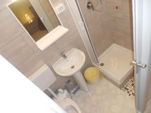 A bathroom at Giulia's House
