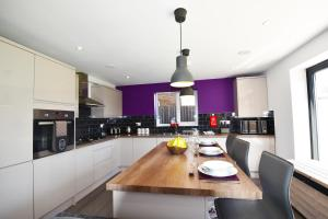 A kitchen or kitchenette at Gorse House