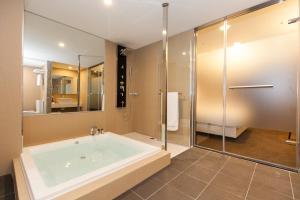 A bathroom at Fairytale Yi Su Hotspring Hotel
