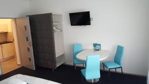 TV a/nebo společenská místnost v ubytování Villa Kiwi