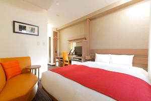 A bed or beds in a room at HOTEL MYSTAYS Kameido