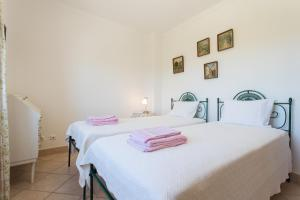 A bed or beds in a room at FLH Carrapateira Summer Place