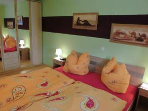 Ein Bett oder Betten in einem Zimmer der Unterkunft Apartment Ferienwohnung Westerwald 1