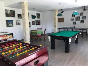 A billiards table at Hotel La Ponsa Itatiaia