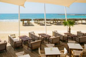 A restaurant or other place to eat at Asterias Beach Hotel