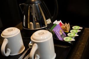 Coffee and tea-making facilities at Crowne Plaza Basingstoke, an IHG Hotel