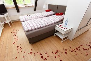 A bed or beds in a room at Pension Altes Burghotel