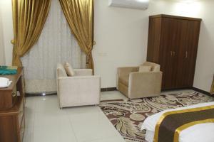 Uma área de estar em Cloud and Stars Hotel