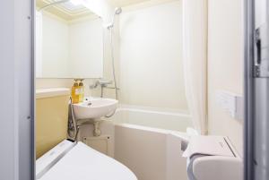 A bathroom at HOTEL MYSTAYS Kameido