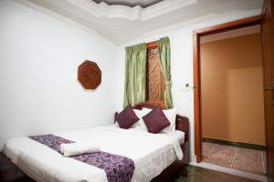 A bed or beds in a room at RS II Guesthouse