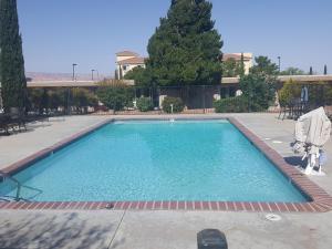 The swimming pool at or near Lake Powell Canyon Inn