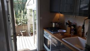 A kitchen or kitchenette at Atout Charme