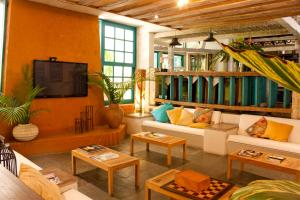 A seating area at Ilha Deck Hotel