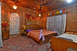 A bed or beds in a room at Lake Palace Group Of House Boats