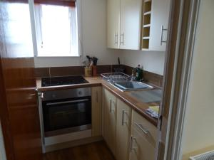 A kitchen or kitchenette at Victoria Lodge