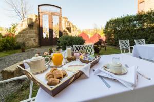 Breakfast options available to guests at Hospedería Señorío de Casalarreina