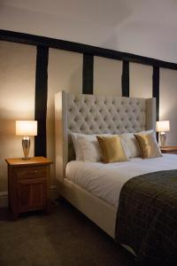 A bed or beds in a room at The Swan Hotel Bar and Grill