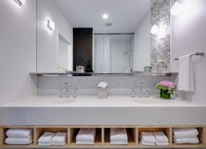 Een badkamer bij NU Hotel