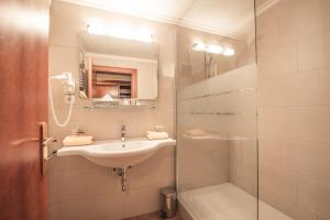 A bathroom at Hotel Kristall