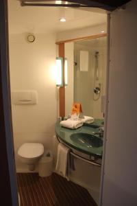 Un baño de Ibis Hotel Alicante