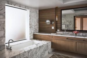 A bathroom at Four Seasons Resort Maui at Wailea