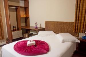 A bed or beds in a room at Pousada Ganesh