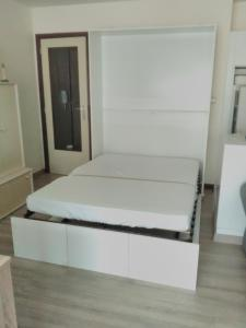 A bed or beds in a room at KoksijdeAppartement