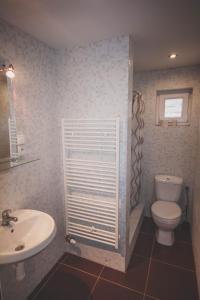 Kúpeľňa v ubytovaní Chata pod lesom