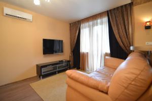 Телевизор и/или развлекательный центр в Renta36 Apartment on Kutsygina 30
