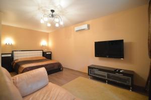 Кровать или кровати в номере Renta36 Apartment on Kutsygina 30