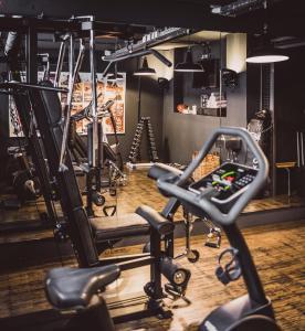 Das Fitnesscenter und/oder die Fitnesseinrichtungen in der Unterkunft Henri Hotel Hamburg Downtown