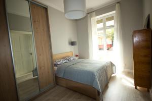 Łóżko lub łóżka w pokoju w obiekcie Apartament Paderewskiego 11