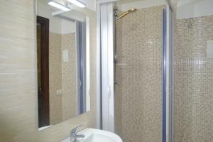 A bathroom at B&B Lungomare