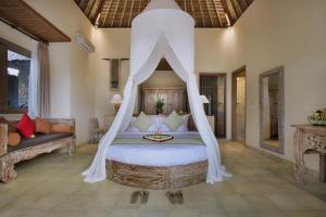A bed or beds in a room at The Alena a Pramana Experience