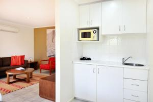 A kitchen or kitchenette at BreakFree Aanuka Beach Resort