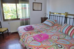 A bed or beds in a room at Casa rural Puente Mocho