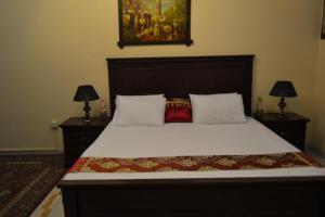 Cama ou camas em um quarto em Nojoom Yanbu