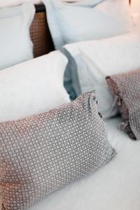 A bed or beds in a room at L'Orangeraie et la Palmeraie d'Endoume