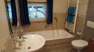 Ein Badezimmer in der Unterkunft Ferienwohnung Rosl