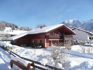 Haus Rosenrot im Winter
