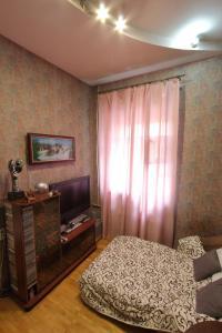 Кровать или кровати в номере Ispanskiy Dvorik na Fontanke 24