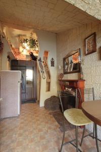 Кухня или мини-кухня в Ispanskiy Dvorik na Fontanke 24