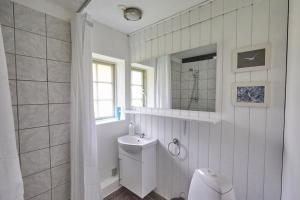 Et badeværelse på Møllegade 1 Holiday House