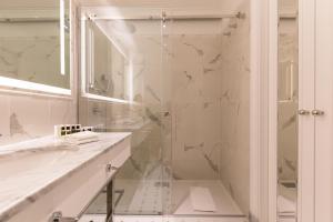 Ein Badezimmer in der Unterkunft Amadria Park Hotel Milenij