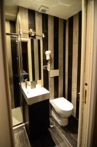 A bathroom at Hotel Felice